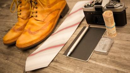 camera smartphone pen shoes